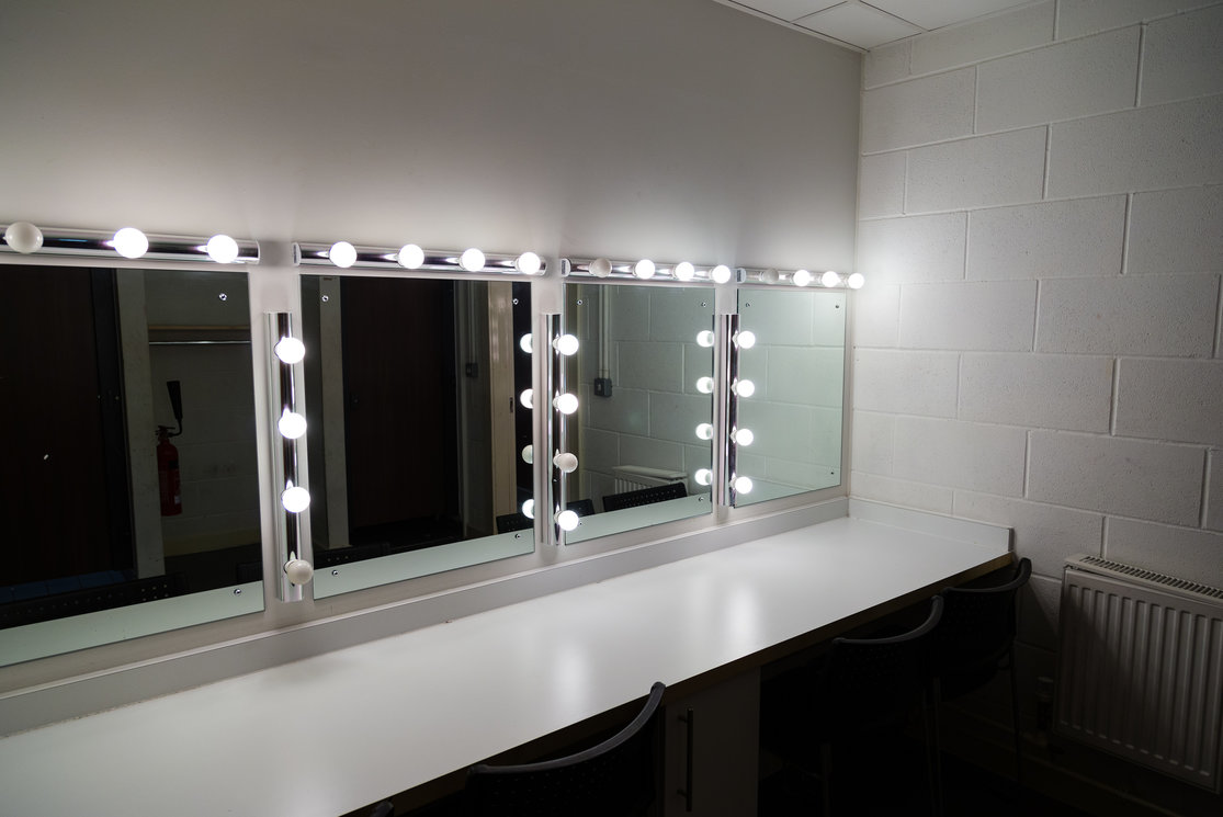 Langside dressing room mirror with lights gallery